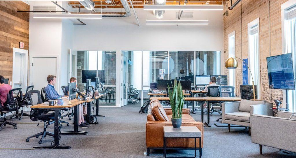 Stellvertreterbild für Gewerbestrom zeigt ein Büro von innen.